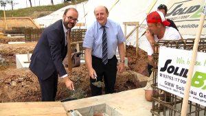 Kultusminister legt Grundstein für neue Schulsporthalle in Wilkau-Haßlau