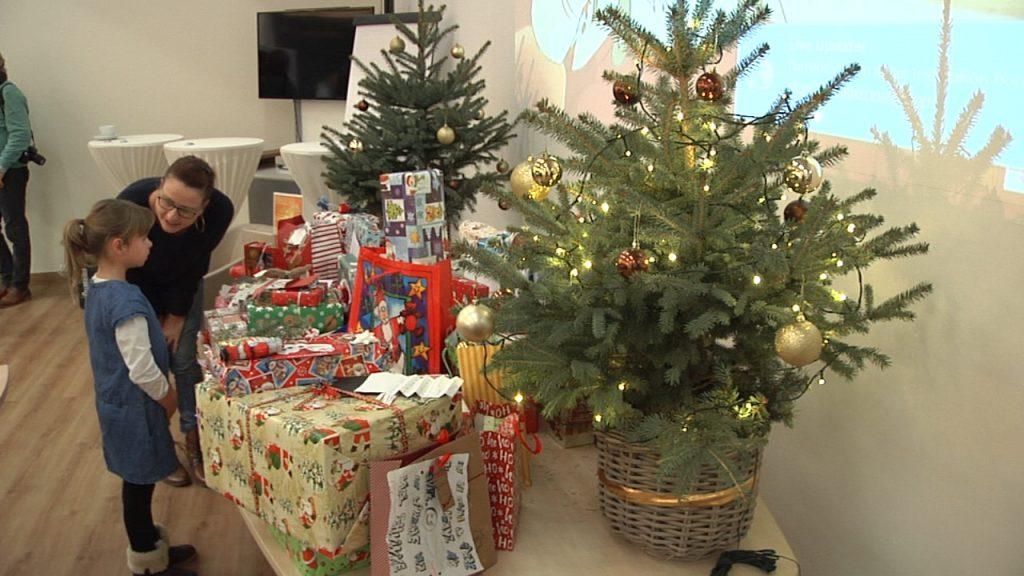 Heimkinder feiern mit dem Weihnachtsmann im Sportpark Zwickau